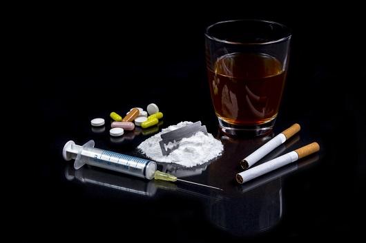 Substanzgebundene Süchte:  Nikotin, Alkohol, Heroin und Kokain.